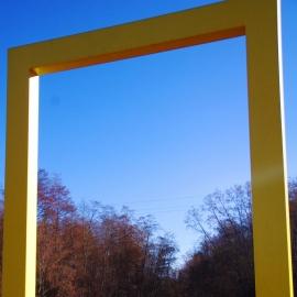 Süvahavval paiknevast kollasest aknast avaneb ühelt poolt vaade Eesti pikimale jõele - Võhandule ...